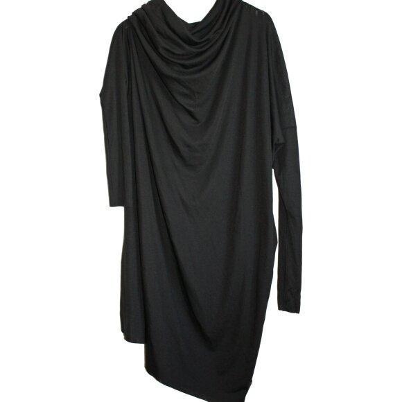 LISELOTTE HORNSTRUP - SQUARE NARROW DRESS - SORT