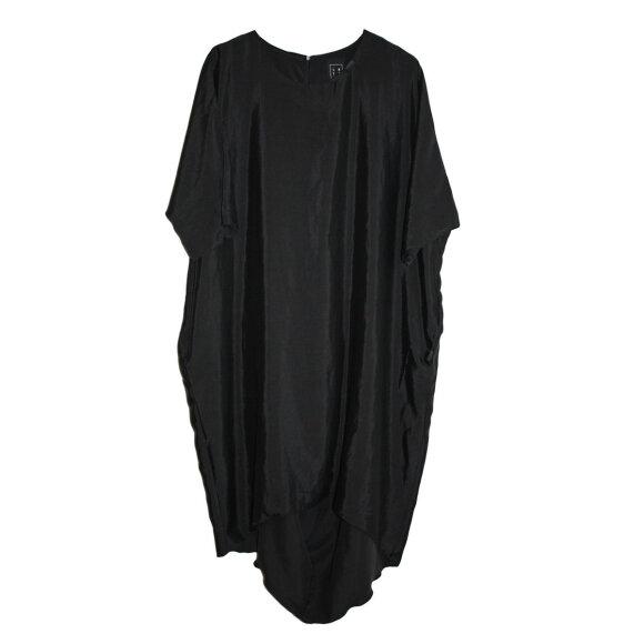 LISELOTTE HORNSTRUP - REVERSE DRESS