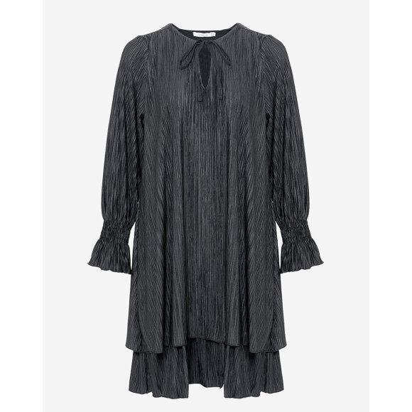 NOELLA - BLACK CASSEY PLEAT DRESS POLY